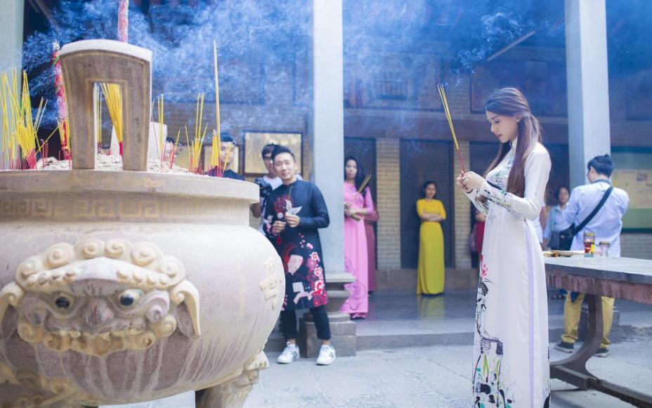Chụp hình Tết 2021 tại chùa bà Thiên Hậu